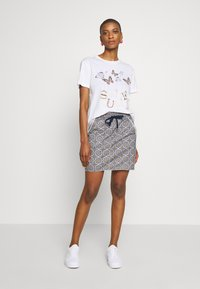 Rich & Royal - BUTTERFLY PRINT - T-shirts med print - white - 1