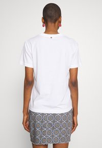 Rich & Royal - BUTTERFLY PRINT - T-shirts med print - white - 2
