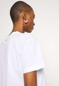 Rich & Royal - BUTTERFLY PRINT - T-shirts med print - white - 3