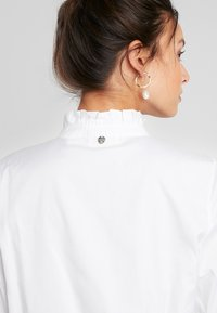 Rich & Royal - BLOUSE WITH RUFFLES - Bluser - white - 4