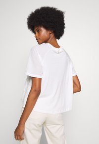 Rich & Royal - WITH EMBROIDERY ANGLAISE - Bluser - pearl white - 2