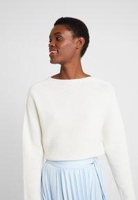 Rich & Royal - MOCK NECK - Sweter - pearl white - 3
