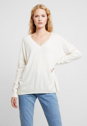 V NECK - Jersey de punto - pearl white