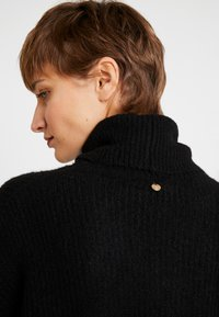 Rich & Royal - TURTLENECK - Strikkegenser - black - 4