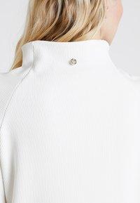Rich & Royal - COMFY TURTLE - Topper langermet - pearl white - 5