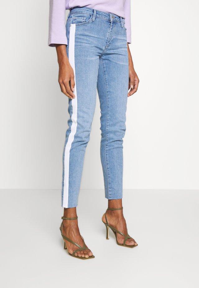 MIDI STRIPE - Jeans slim fit - denim blue