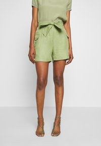 Rich & Royal - SAFARI LOOK - Shorts - safari green - 0