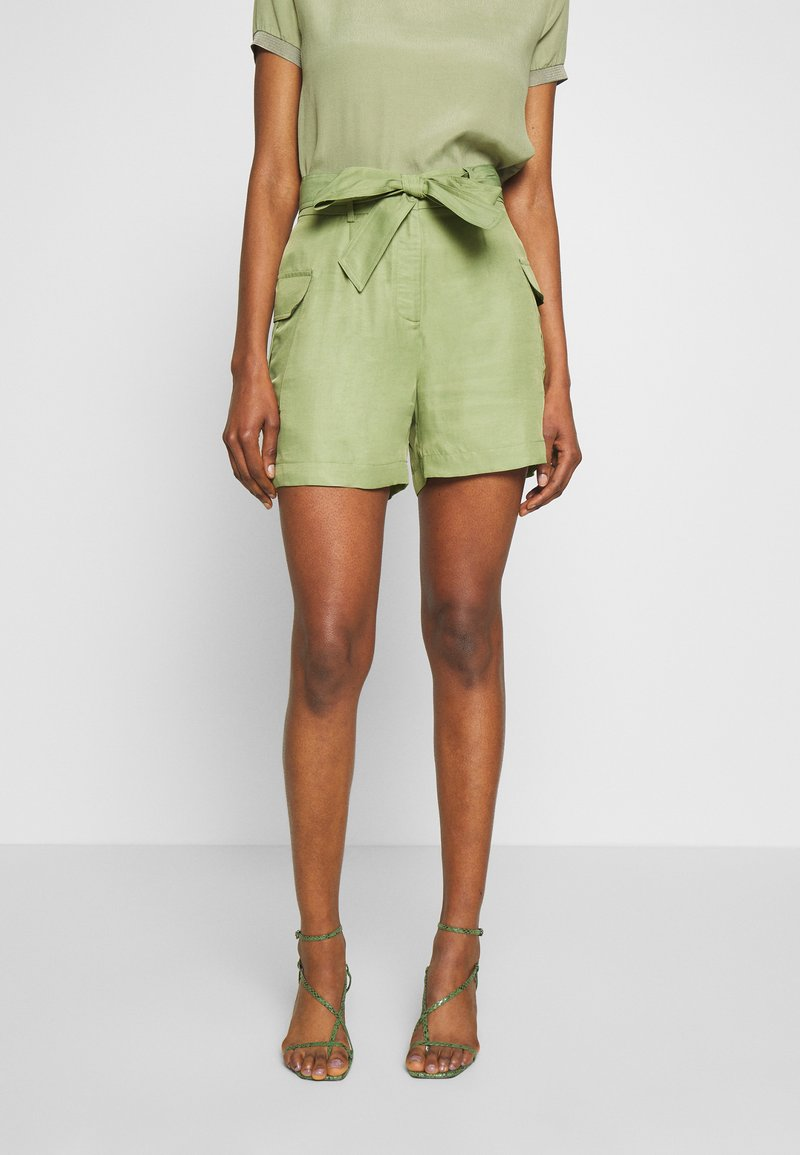 Rich & Royal - SAFARI LOOK - Shorts - safari green