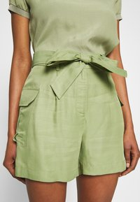 Rich & Royal - SAFARI LOOK - Shorts - safari green - 5