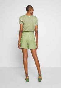Rich & Royal - SAFARI LOOK - Shorts - safari green - 2