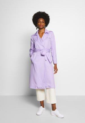 Trenchcoat - pastel lilac