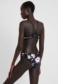 Rip Curl - LA DOLCE VITA REVO CHEEKY PANT - Bikini-Hose - black - 2
