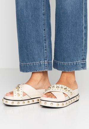 Pantofle - white