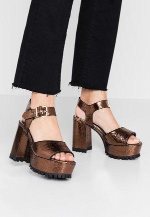Sandalen met hoge hak - bronze