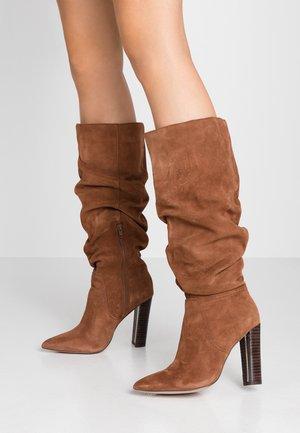 Højhælede støvler - tan
