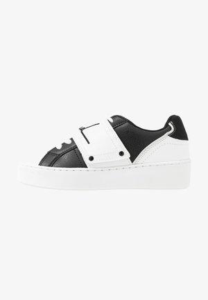 Sneaker low - mono