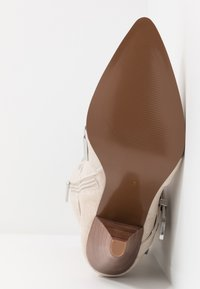 River Island - High heeled boots - white - 6