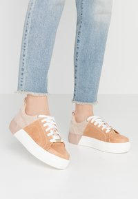 River Island - Joggesko - beige/dark - 0