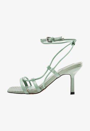 Sandály - sage