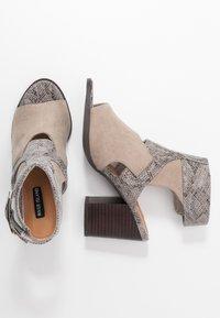River Island - High heeled sandals - grey - 3