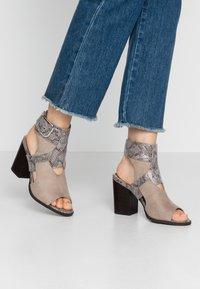 River Island - High heeled sandals - grey - 0