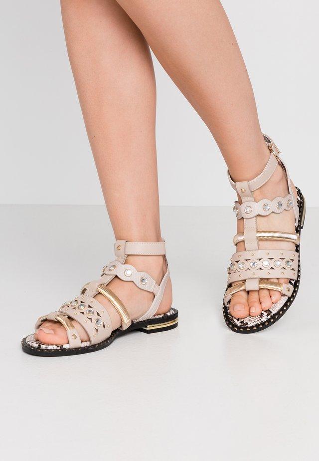 Sandals - pink light