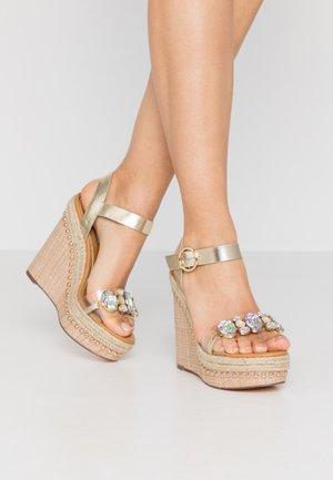 Sandaler med høye hæler - nude