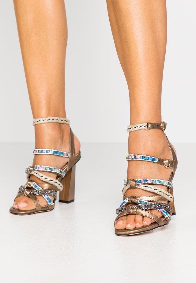 Sandaletter - gold