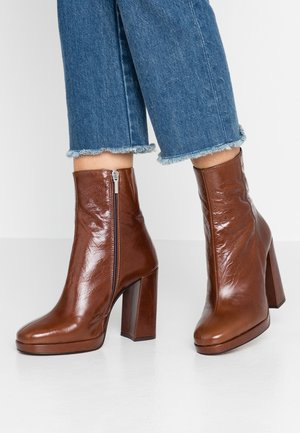High heeled ankle boots - choc