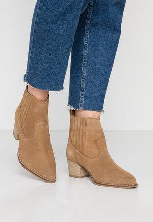 Kotníková obuv - brown light