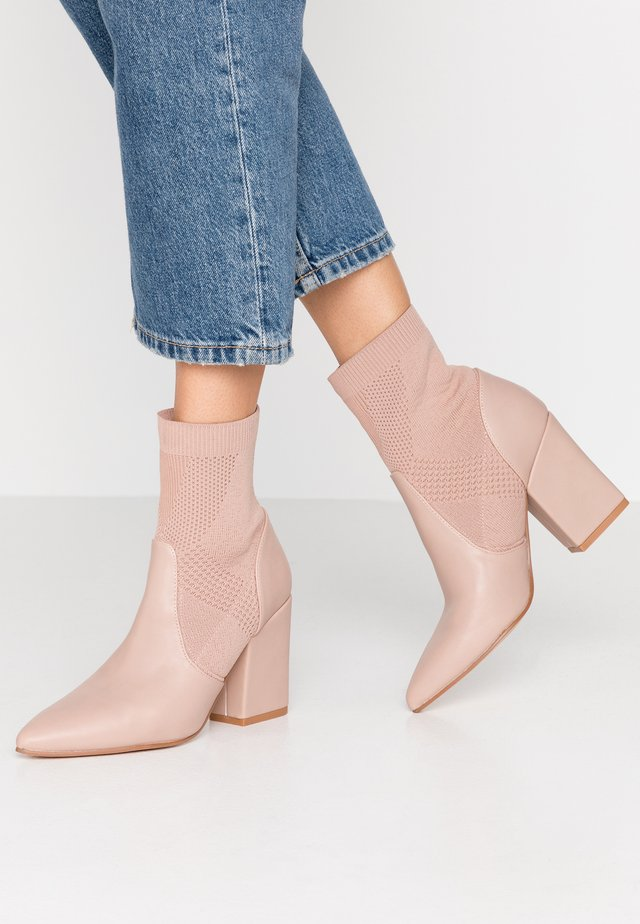 High heeled ankle boots - pink/light