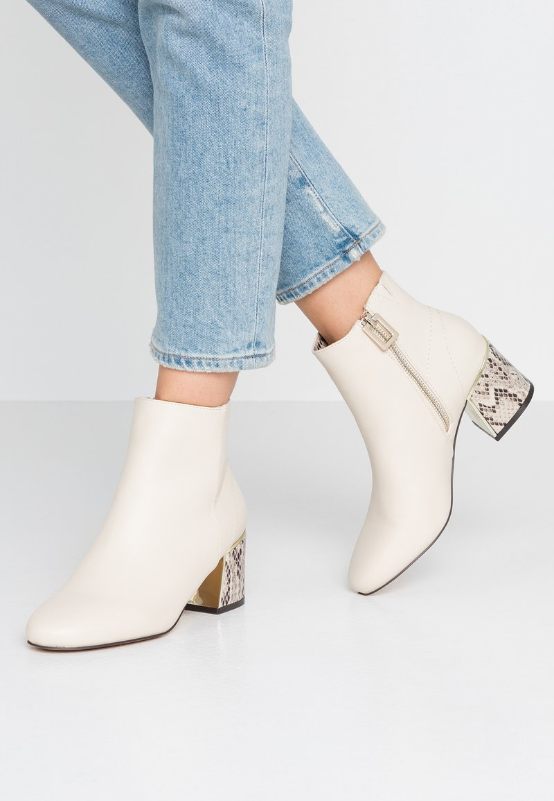 River Island - Ankle Boot - white