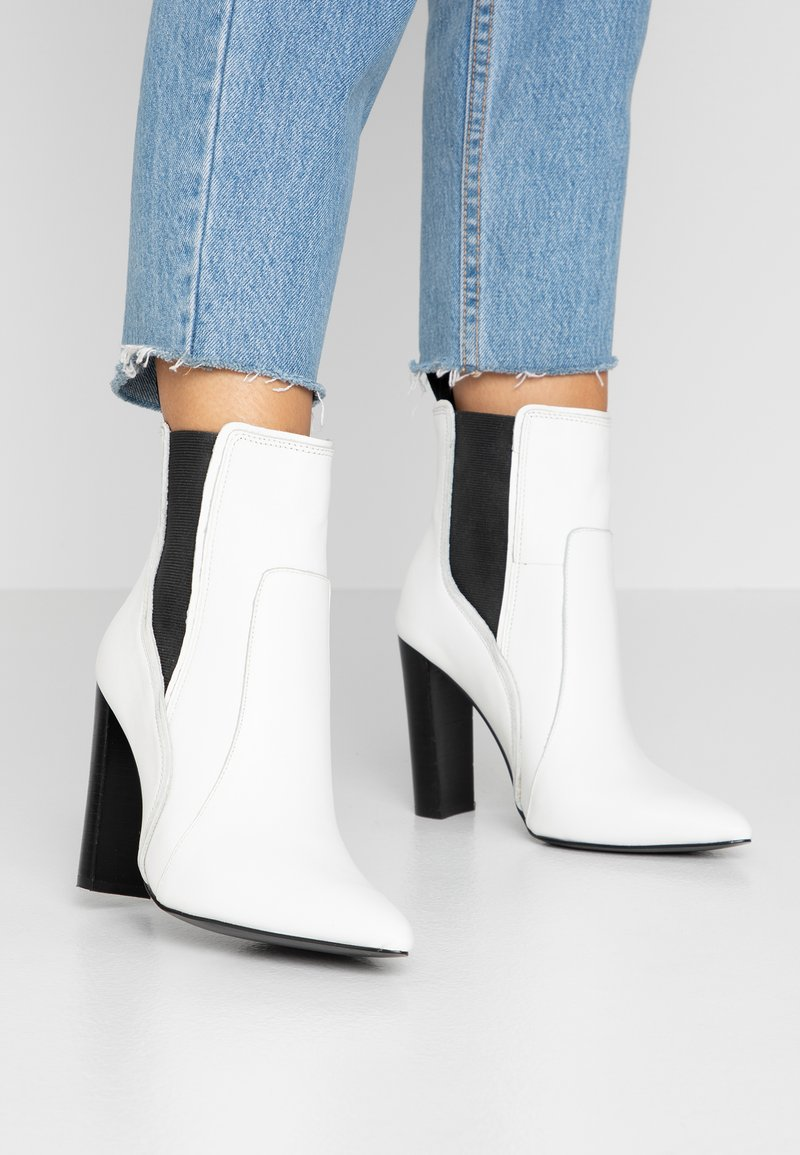 River Island - High heeled ankle boots - white