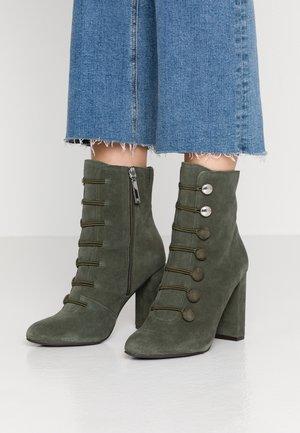 Kotníková obuv na vysokém podpatku - khaki