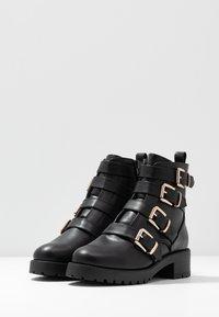 River Island - Cowboy/biker ankle boot - black - 4