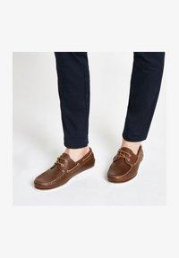 River Island - Chaussures bateau - brown - 1