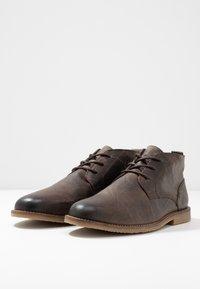 River Island - Volnočasové šněrovací boty - dark brown - 2