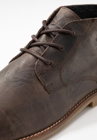 River Island - Volnočasové šněrovací boty - dark brown - 5