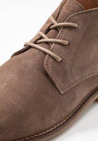 River Island - Zapatos con cordones - stone - 5
