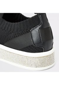 River Island - GIRLS BLACK KNITTED DIAMANTE TRAINERS - Sneakers laag - black - 2
