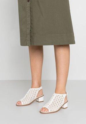 Svatební boty - white