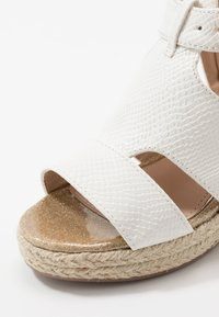 River Island - Sandály - white - 2