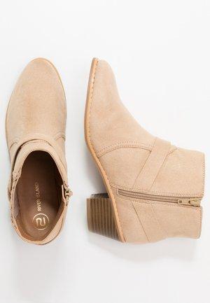 Kovbojské/motorkářské boty - beige