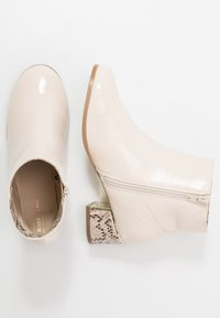 River Island - Classic ankle boots - white - 0