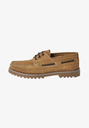 CHUNKY - Chaussures bateau - brown