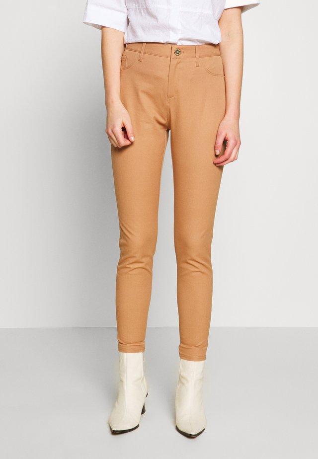 MOLLY - Spodnie materiałowe - camel