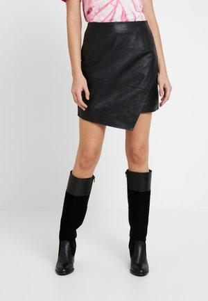 ASYM HEM SKIRT - Falda de cuero - black