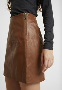 River Island - SIDE ZIP SKIRT - Mini skirt - brown - 4
