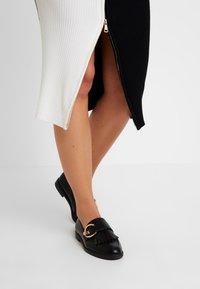 River Island - Robe fourreau - black/white - 6