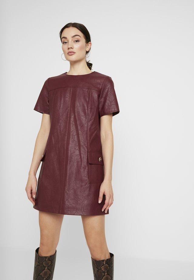 Vestido informal - oxblood
